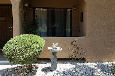 This is the perfect Tucson getaway. A clean, comfortable and modern one bedroom one bath condo in the foothills. Steps from the pool, in unit washer and dryer and ample private parking. Come explore Tucson and stay in luxury.