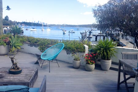 Classic, sun filled beach house on the water in the heart of Watsons Bay. Beach and cafes at your door. Ferry to Opera House, Zoo and Manly, 100m. Explore or lounge on deck overlooking the water and watch spectacular sunsets and New Year firework.