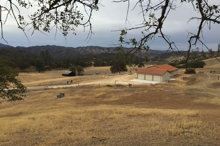 Pinnacles Ranch: 2 Bed/1 Bath House - Paicines - Hus