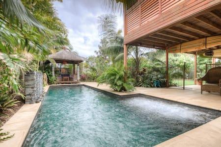 Noosa- Bali style retreat nr beach - Haus