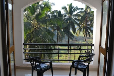 2 BHK with balconies & terrace, Siolim - Lakás