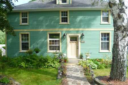 Private room in a friendly home! - Sackville - House