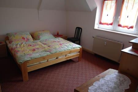 Ferienwohnung Aue Talblick - Aue - Apartment