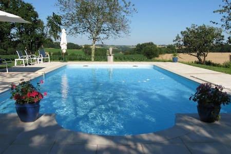 Beautiful Gite with pool, sleeps 4. - Dom