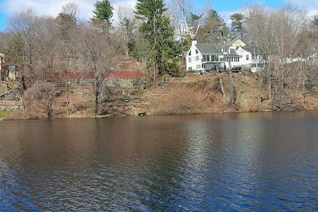 Private Riverfront Greenwich Country Home - House