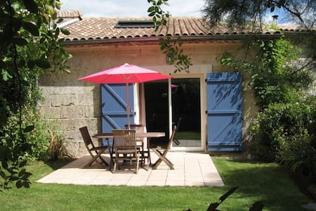 Cosy cottage in old farm setting - Civrac-de-Blaye