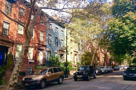 Brownstone in Brooklyn Heights - House