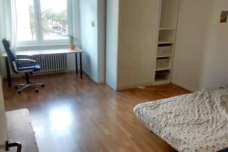 bright room in shared flat - Berlin - Apartment