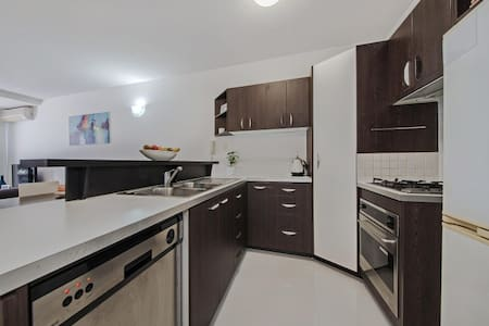 1 minute from Oxford Street! - Bulimba - Apartment