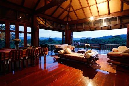 Doi Isara: Grand Villa in ChiangRai - Huis
