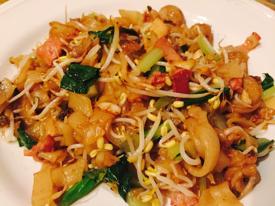 Fried kwe tiau noodles