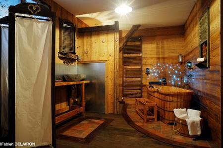 CHAMBRE TRIPLE ET ESPACE DE VIE - Bed & Breakfast