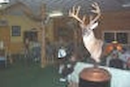 Hunting Lodge Just off Interstate - Vandalia - Other
