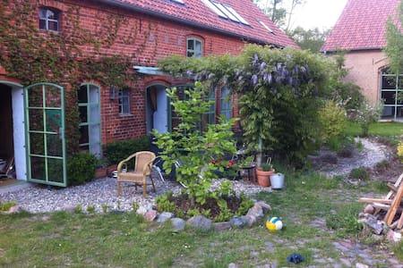 Closerie – Romantischer Landhof - Kyritz - House
