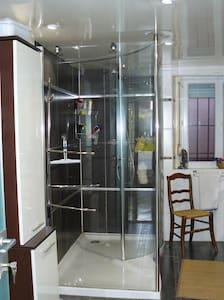chambre dans maison individuelle - House