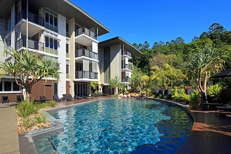 AFFORDABLE LUXURY , this stunning 2 bedroom 2 bathroom top floor apartment, facing north over the pool and has ocean views. The near new Viridian Resort  is nestled beside Noosa National Park, just a 5minute stroll to Hastings Street and Main Beach