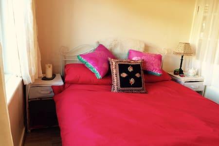 Fantastic bed, organic breakfast. - Casa