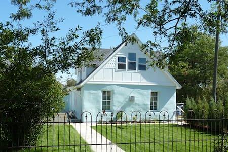 The Little Blue House - Rumah