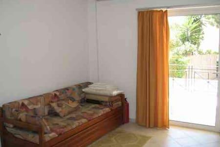 Beach studios for rent - Githio - Mavrovouni