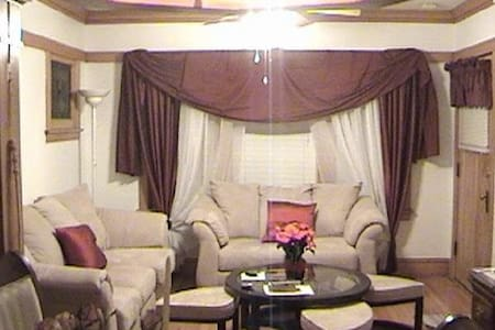 Come stay, relax and enjoy - Berwyn - Bungalow