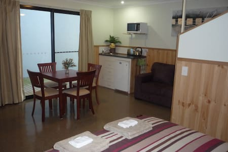 'Hawley Beachside Accommodation' - Hawley Beach - Villa