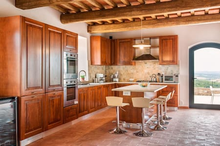 Luxury Apartments, Houses & Villas in Colle Ciupi - Airbnb