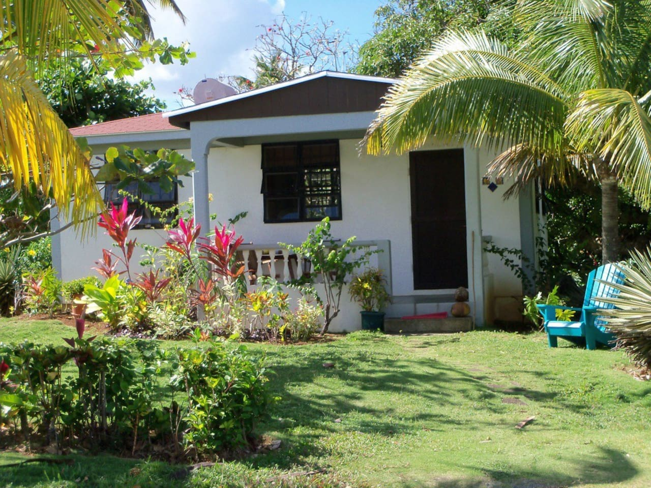 A peaceful spot to relax. Minutes to the beach and close to Dominica's other natural splendours!
