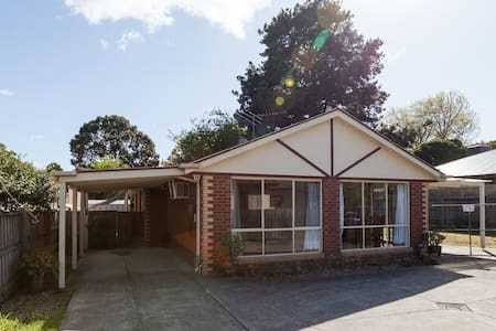 This glorious modern county-style 3 large bedroom house is near the Dandenong Ranges and the Yarra Valley wineries. It has all your comfy furniture, and linen and doonas, utensils, cutlery and crockery and essentials. Just bring personal items.