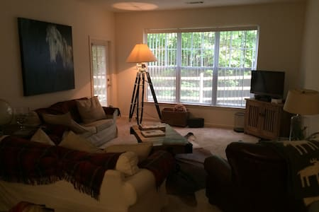 Beautiful Ground Floor Apartment - New Canaan - Apartment