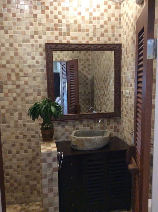 Bathroom area with stone handbasin