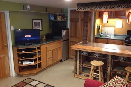 Room type: Entire home/apt Property type: Apartment Accommodates: 4 Bedrooms: 0 Bathrooms: 1