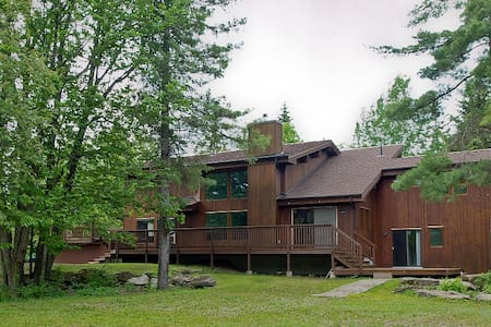 Secluded Country Unit in a Forest House -2 Bdrms - Huis