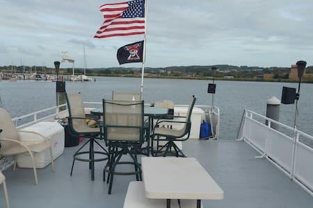 Exclusive Catamaran Aqua Cruiser