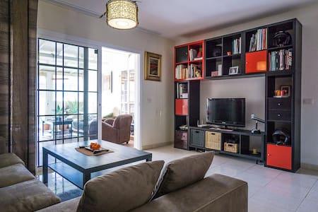 single room with private balcony - El Medano  - Maison