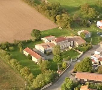 Quiet cottage near La Rochelle - Hus
