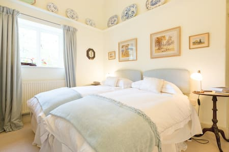 Double room in Cotwsolds cottage - Adlestrop - House