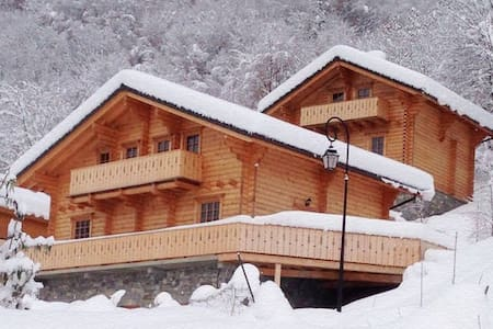 *3 Valleys* Wooden Chalet - Kabin