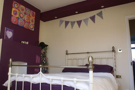 En suite double room - Cardiff
