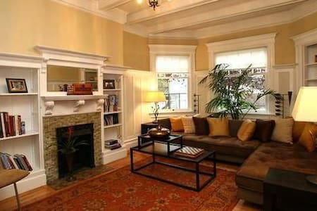 Cozy, affordable room in Victorian