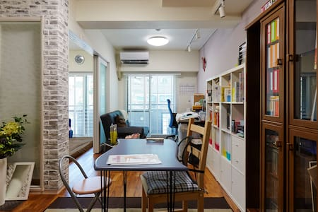 Shibuya nearby, is also useful to appear in Harajuku and Daikanyama. In the house of sober fashionable, since it has the renovation, you can slowly in the bright atmosphere of the room. Yes Wifi.