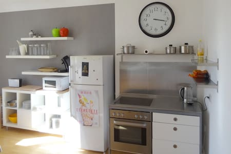Very nice flat in Duesseldorf, two bedrooms with tv, one shower/bath/toilet, air condition, kitchen with microwave, sink, coffee maker, oven, large fridge. Balcony with terriffic view into a green patio. We provide towels and sheets. For non-smokers.