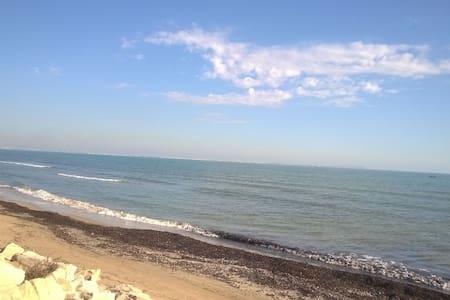 Beau F2  bord de plage - Huoneisto