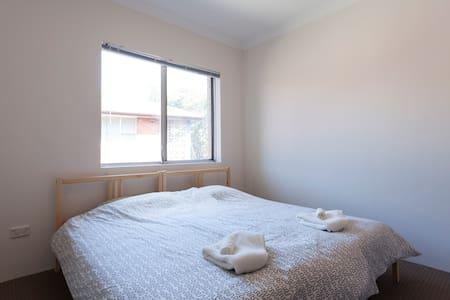 Versatile Room, Convenient Location - Greenwich