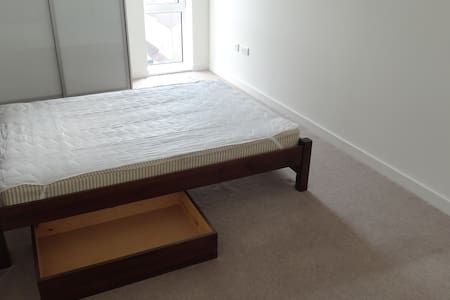Spacious double room in new flat