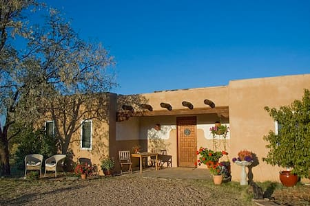 Women-only suite in beautiful home. - Santa Fe