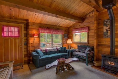 Dog Friendly Log Cabin with Hot Tub