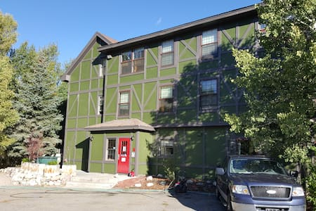 1 Bd in Male Dorm On the Gold Metal Blue River!!! - Silverthorne - Dorm