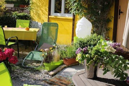 Holiday home with big garden - Bézaudun-les-Alpes - Casa