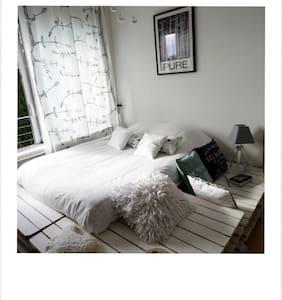 Chambre avec vue sur la Meuse - Charleville-Mézières - Byt