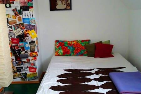 Stylisch, modernes Zimmer - Ev